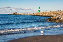 A toupeira na costa de mar Báltico em Warnemuende, Alemanha Imagem de Stock