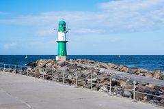 A toupeira na costa de mar Báltico em Warnemuende, Alemanha Fotos de Stock