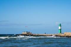 A toupeira na costa de mar Báltico em Warnemuende, Alemanha Fotografia de Stock