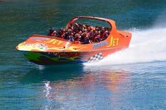 Tour à grande vitesse de bateau de jet - Queenstown NZ Images stock