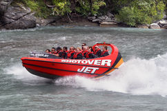 Tour à grande vitesse de bateau de jet - Queenstown NZ Images stock