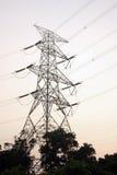 Tour à haute tension de ligne électrique Photos stock