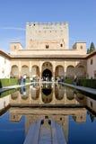 Tour antique dans le palais d'Alhambra en Espagne Images libres de droits