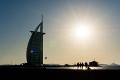 Tour arabe d'Al de Burj dans le coucher du soleil, Dubaï, EAU Photos libres de droits