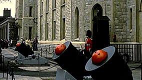 Tour archivistique des gardes de Londres banque de vidéos