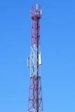 Tour avec des antennes de cellulaire Images stock