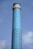 Tour bleue de fumée de centrale thermique photo libre de droits