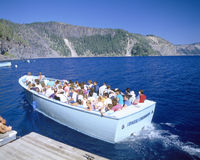 Tour boat on Crater Lake Royalty Free Stock Images