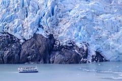 Tour boat by glacier, Alaska Stock Images