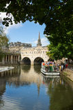 Tour boat at Pulteney Bridge in Bath, UK Stock Photos