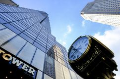 Tour célèbre d'atout de la vue f et l'horloge vue à Manhattan, New York City Images stock