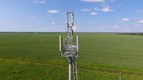 Tour cellulaire Équipement pour transmettre par relais le signal cellulaire et mobile Images libres de droits