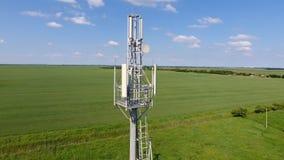 Tour cellulaire Équipement pour transmettre par relais le signal cellulaire et mobile Photographie stock