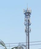 Tour cellulaire de télécommunication d'émetteur Photographie stock