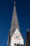 Tour d'église dans Hallstatt, Autriche Photos stock
