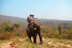 Tour d'éléphant en Chiang Mai, Thaïlande photographie stock