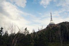 Tour d'émetteurs de télécommunication sur Jested, Liberec Photos stock