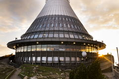 Tour d'émetteurs de télécommunication sur Jested, Liberec Photographie stock libre de droits