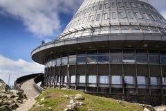 Tour d'émetteurs de télécommunication sur Jested, Liberec Images libres de droits