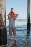 Tour d'épaule à travers l'eau Photographie stock libre de droits