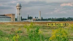 Tour d'aérodrome et de radar à l'aéroport Berlin Tempelhof Photographie stock