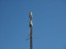 tour d'antenne aérienne au-dessus de ciel bleu Photo stock
