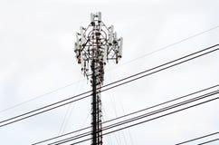 Tour d'antenne par radio de télécommunication Photos stock