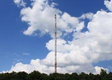 Tour d'antenne régionale d'émetteur radioélectrique Image stock