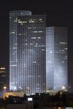 Tour d'Azrieli dans la nuit photographie stock