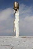 Tour d'eau avec de l'eau congelé Photographie stock libre de droits