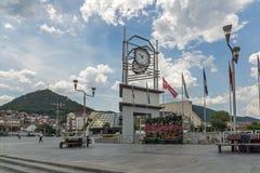 Tour d'horloge à la place centrale de la ville de Strumica, république de Macédoine Photos libres de droits