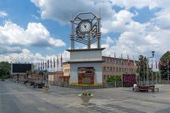 Tour d'horloge à la place centrale de la ville de Strumica, république de Macédoine Images libres de droits