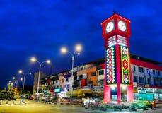 Tour d'horloge à la ville de Tuaran, Sabah Malaysia photographie stock libre de droits