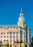 Tour d'horloge au centre de la ville de Voronezh, Russie photo stock