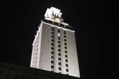 Tour d'horloge d'Université du Texas la nuit image libre de droits