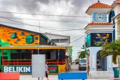 Tour d'horloge dans la place principale Belize de San Pedro Images stock