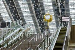 Tour d'horloge dans le temps d'espace de la station d'Osaka Photos libres de droits