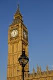 Tour d'horloge de Big Ben et réverbère Image libre de droits