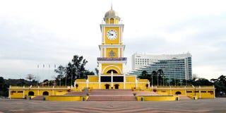 Tour d'horloge de place de ville Photo stock
