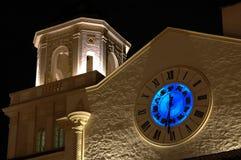 Tour d'horloge de signe de zodiaque la nuit Photographie stock libre de droits