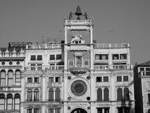 Tour d'horloge de St Mark à Venise en noir et blanc Images stock