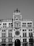 Tour d'horloge de St Mark à Venise en noir et blanc Image stock