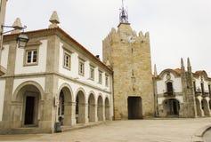 Tour d'horloge et rétro architecture dans Caminha Photo libre de droits