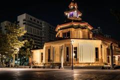 Tour d'horloge la nuit Image stock