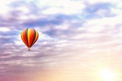Tour de ballon au lever de soleil photographie stock libre de droits