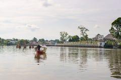 Tour de bateau sur la rivière de Sarawak, Kuching, Bornéo photo libre de droits