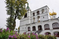 Tour de Bell, beffroi dans le monastère d'Ipatievsky dans Kostroma Boucle d'or, Russie Image libre de droits