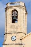 Tour de Bell de cathédrale catholique à Calafell Image stock