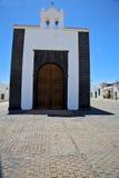 Tour de Bell Lanzarote Espagne le vieil arre d'église de terrasse de mur photos stock