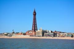 Tour de Blackpool au milieu d'un ciel bleu clair Images libres de droits